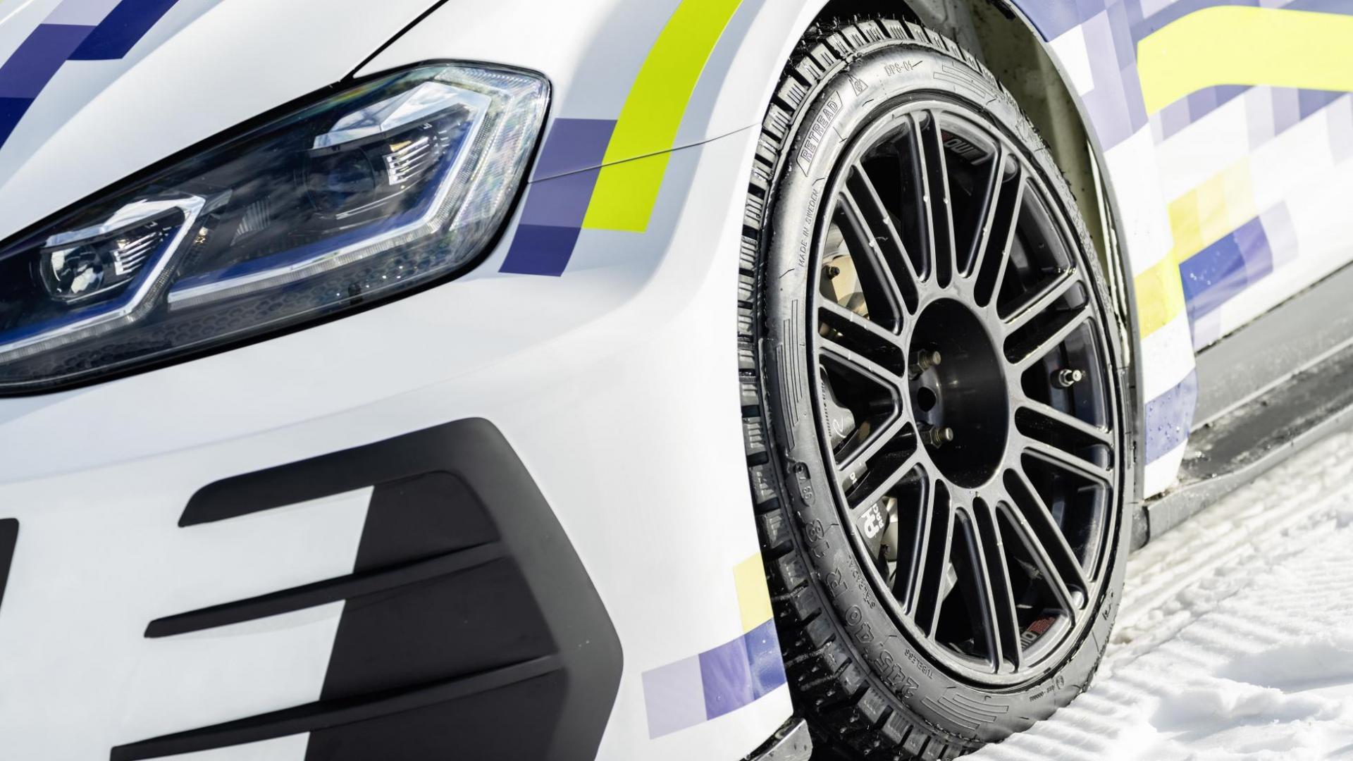 VW Golf met ID R-motoren eR1 ijs sneeuw ijsrijden wiel velg band