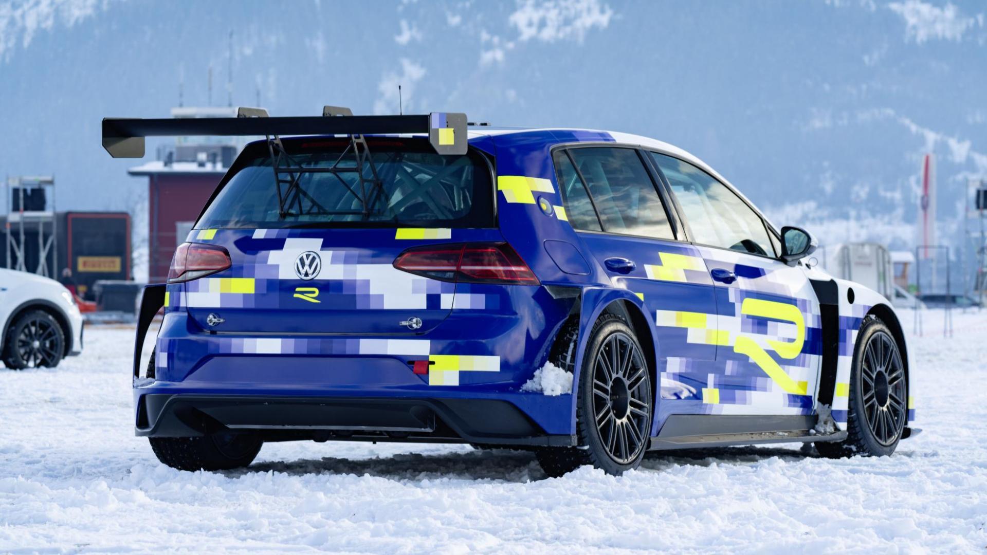 VW Golf met ID R-motoren eR1 ijs sneeuw ijsrijden spoiler