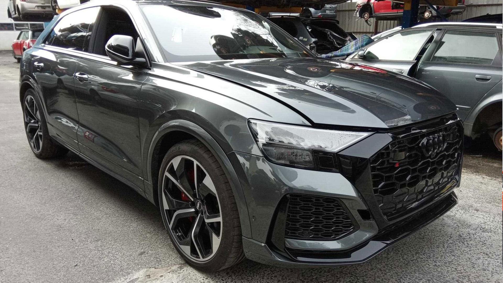 Audi RS Q8 Waterschade