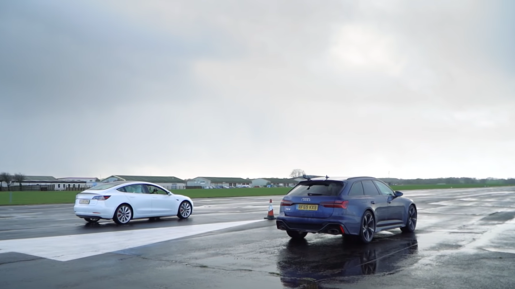 Audi RS6 Avant C8 vs Tesla Model 3 Performance dragrace 3 4 achter