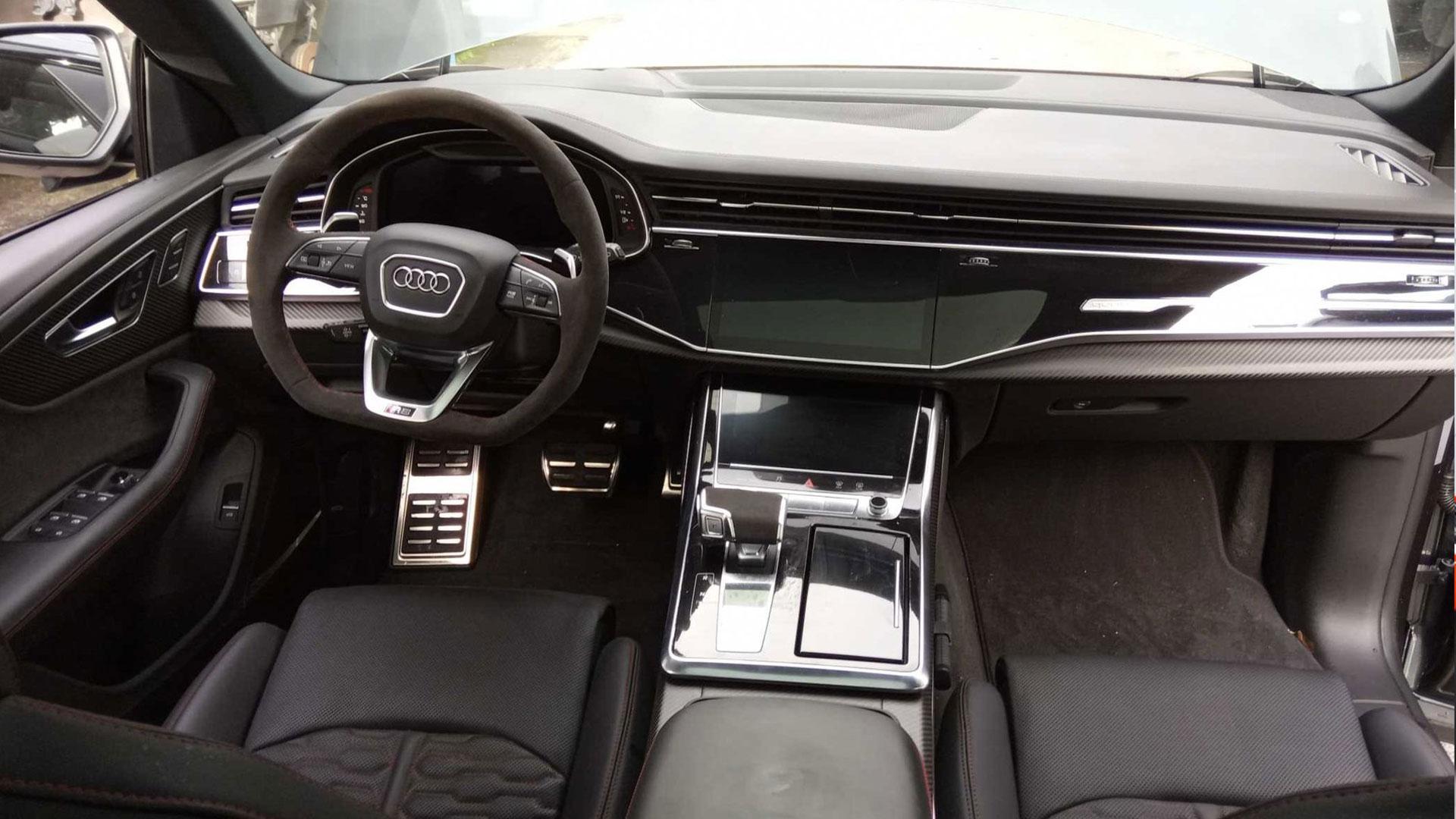 Audi RS Q8 Waterschade interieur