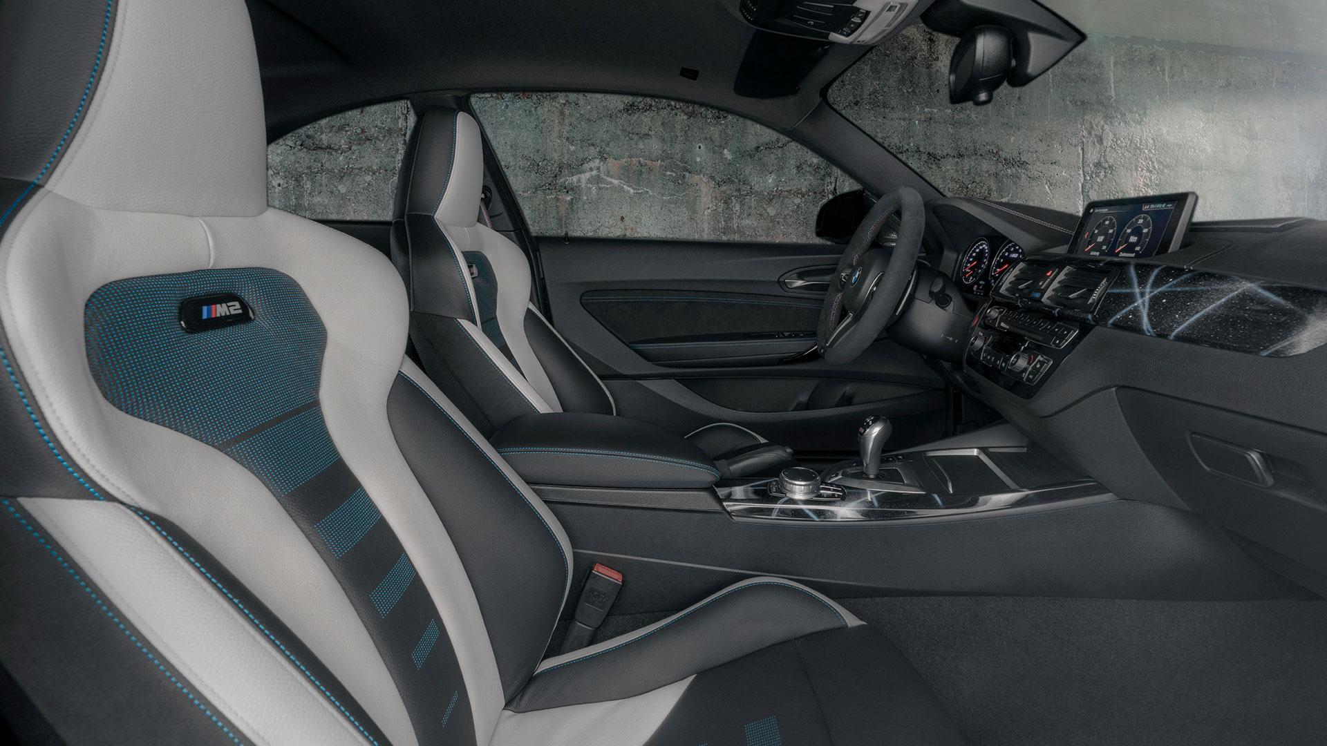 BMW M2 door Futura 2000 interieur