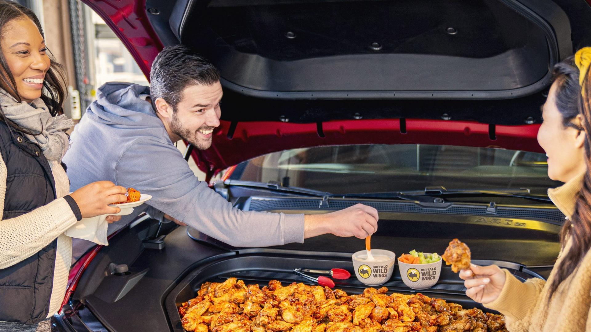 Kip in de voorste kofferbak van de Ford Mustang Mach E