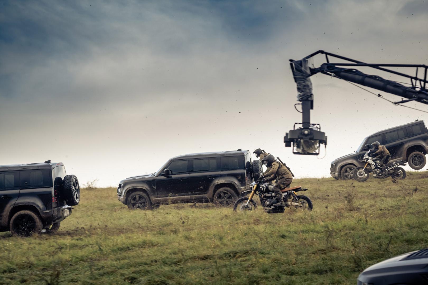 Land Rover Defender Springt