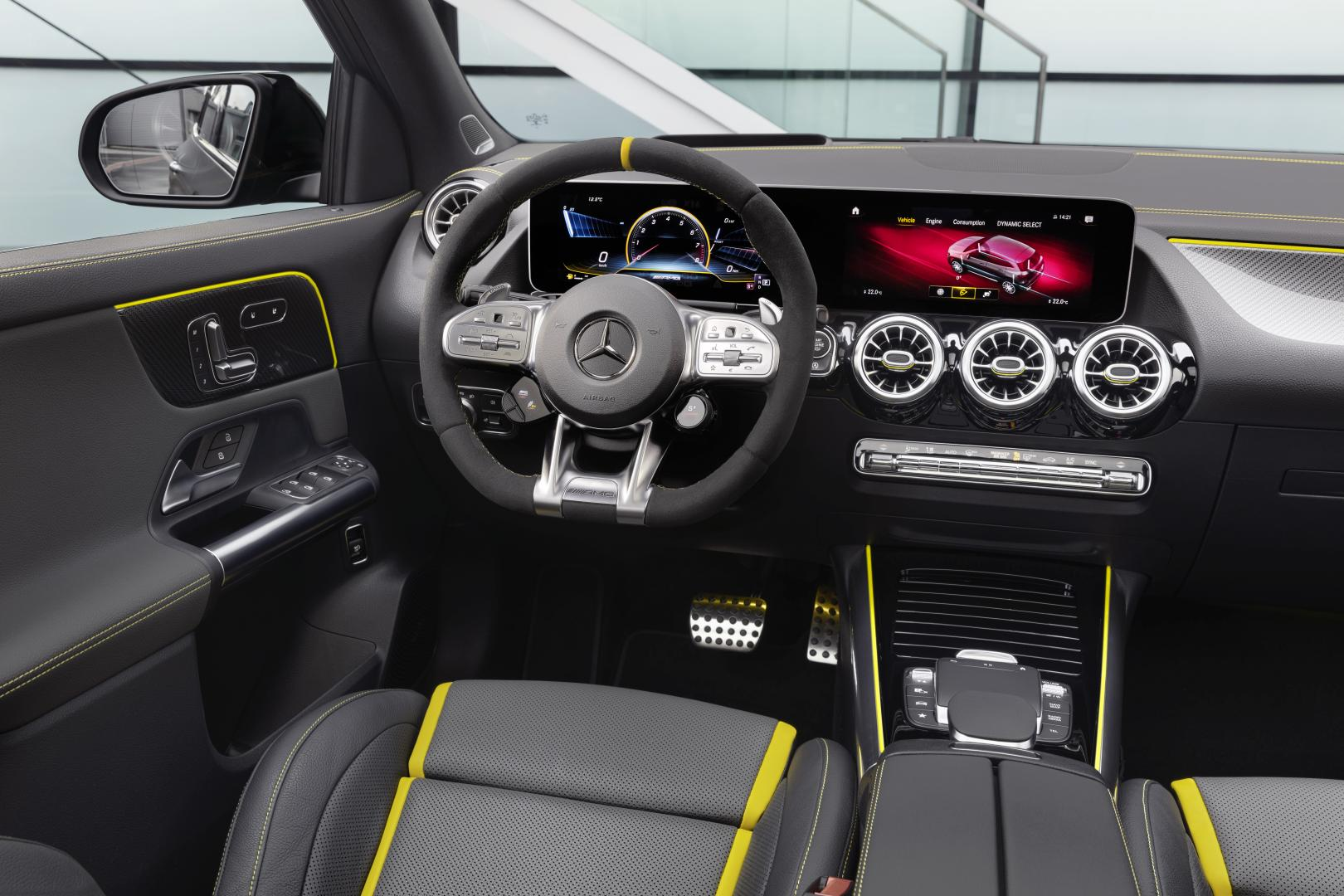Mercedes-AMG GLA 45 S interieur dashboard