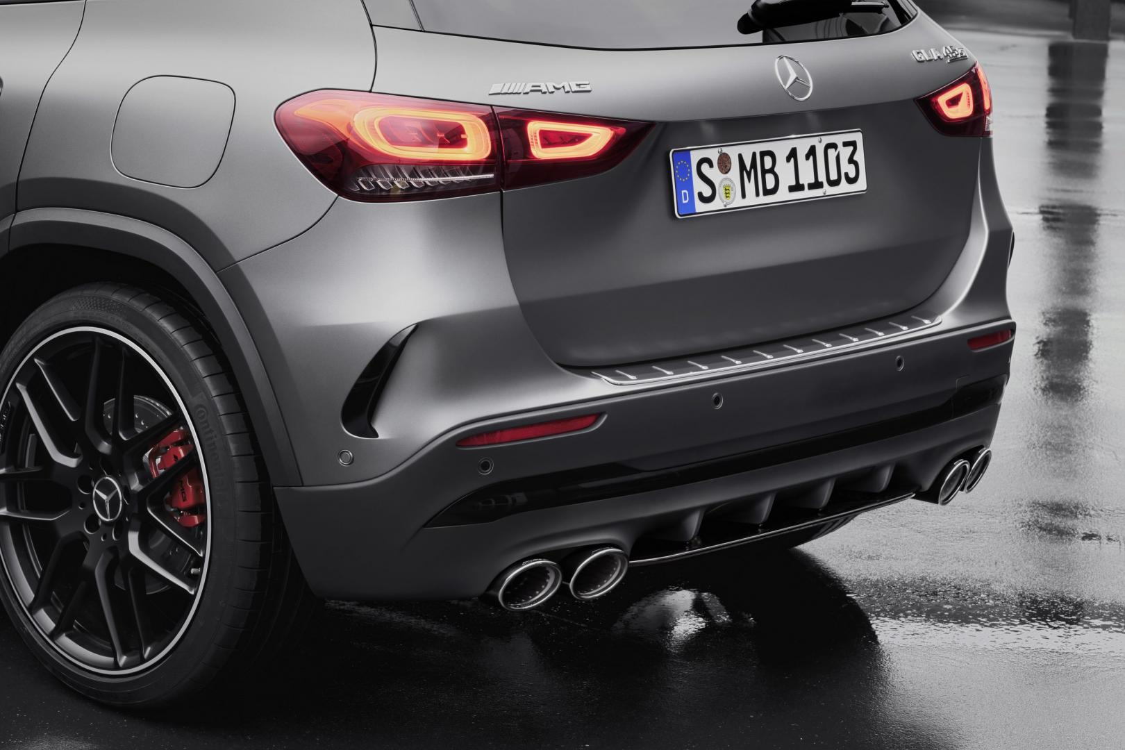 Mercedes-AMG GLA 45 S uitlaten