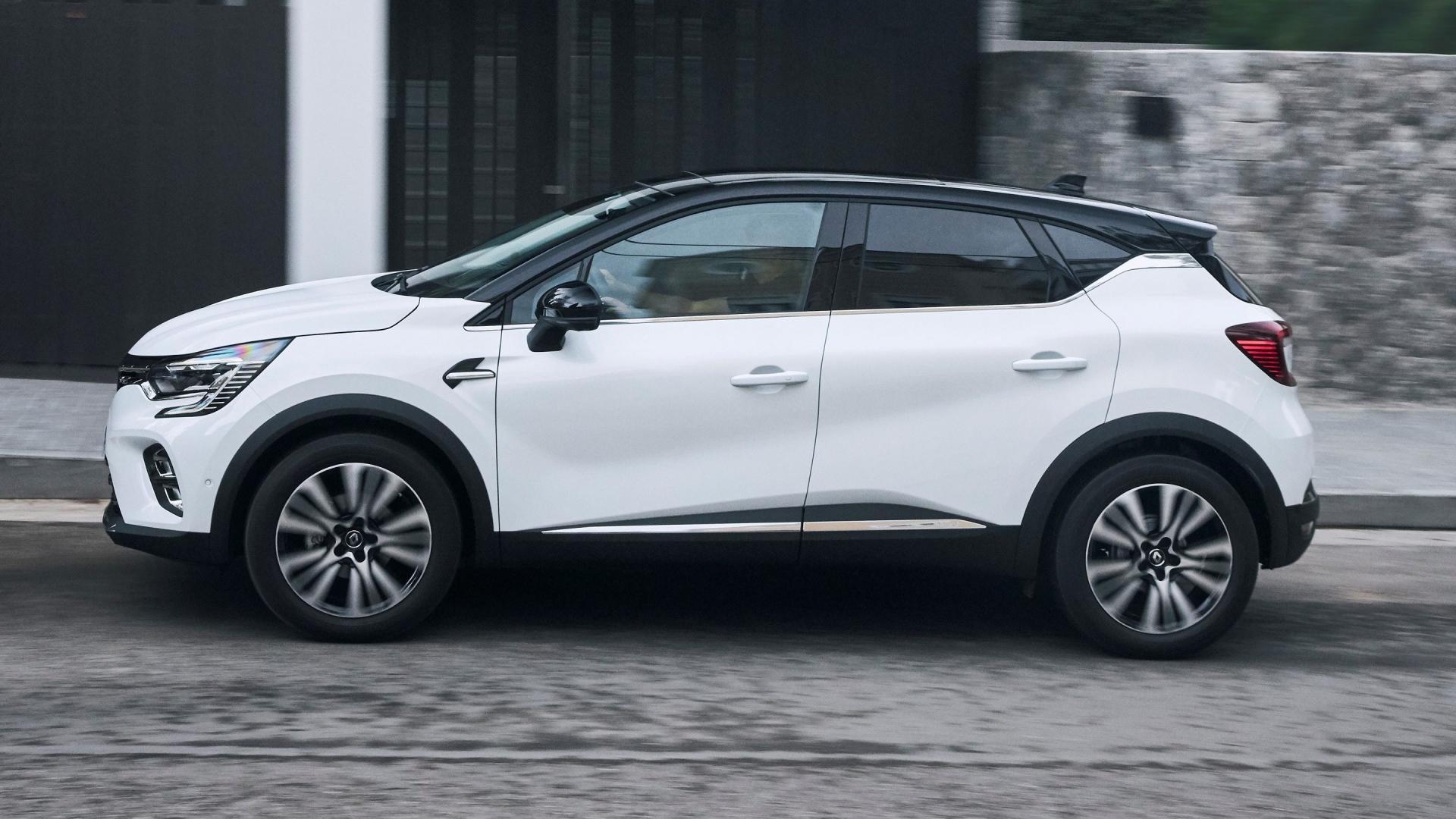 Zijkant van een Witte Renault Captur 2020