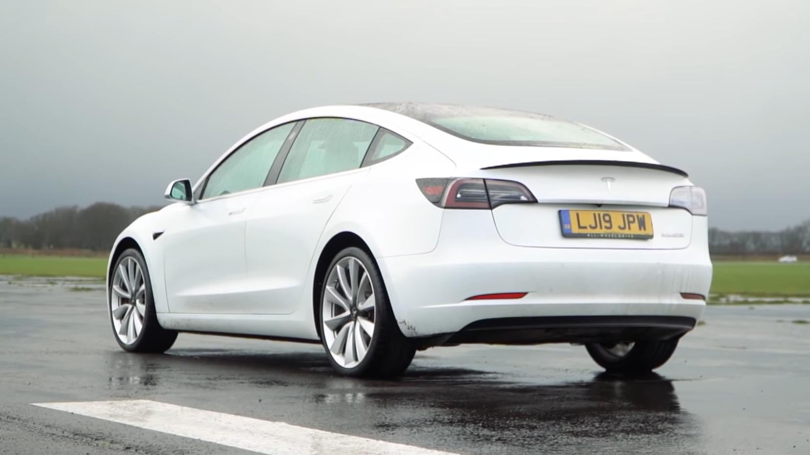 Tesla Model 3 Performance 3 4 achter