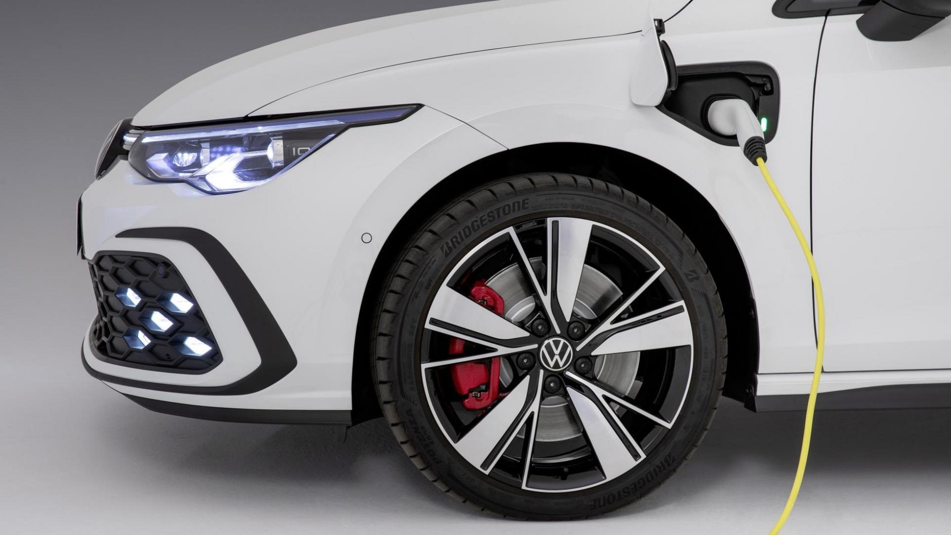 Volkswagen Golf 8 GTE stekker laden