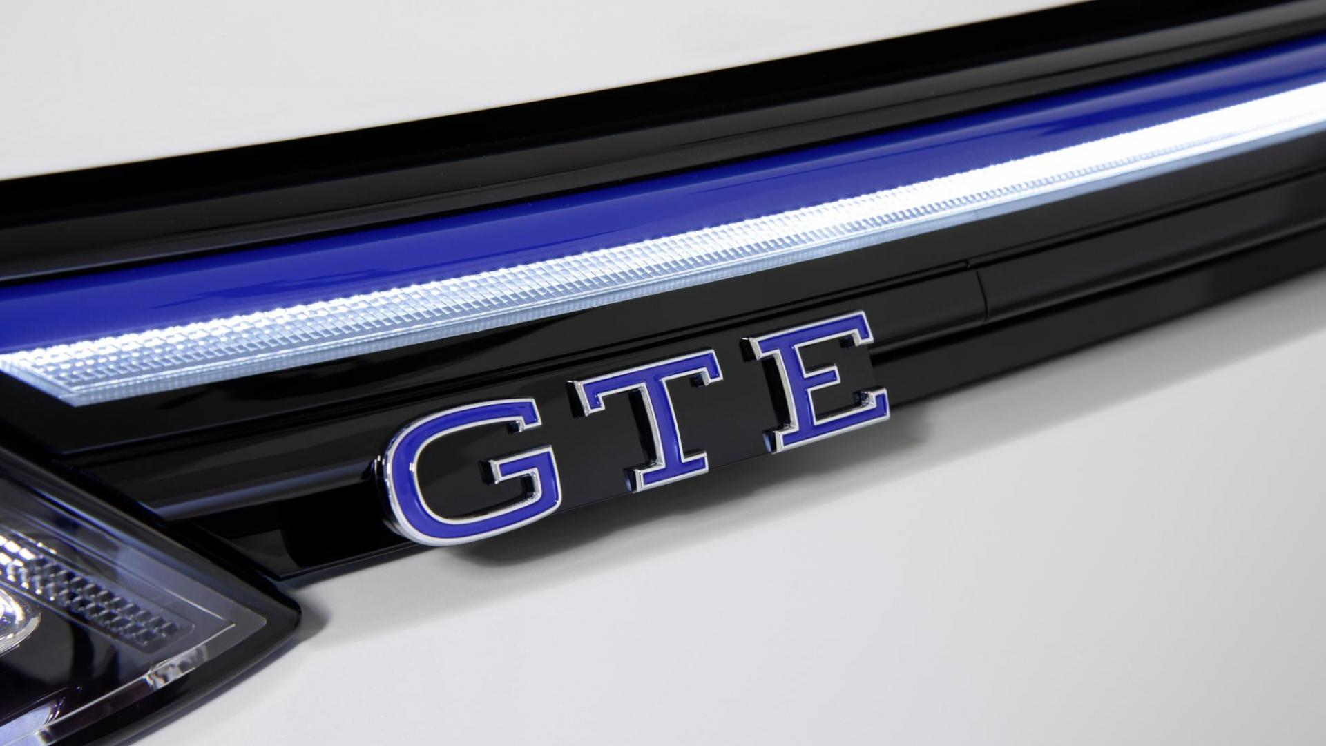 Volkswagen Golf 8 GTE grille badge