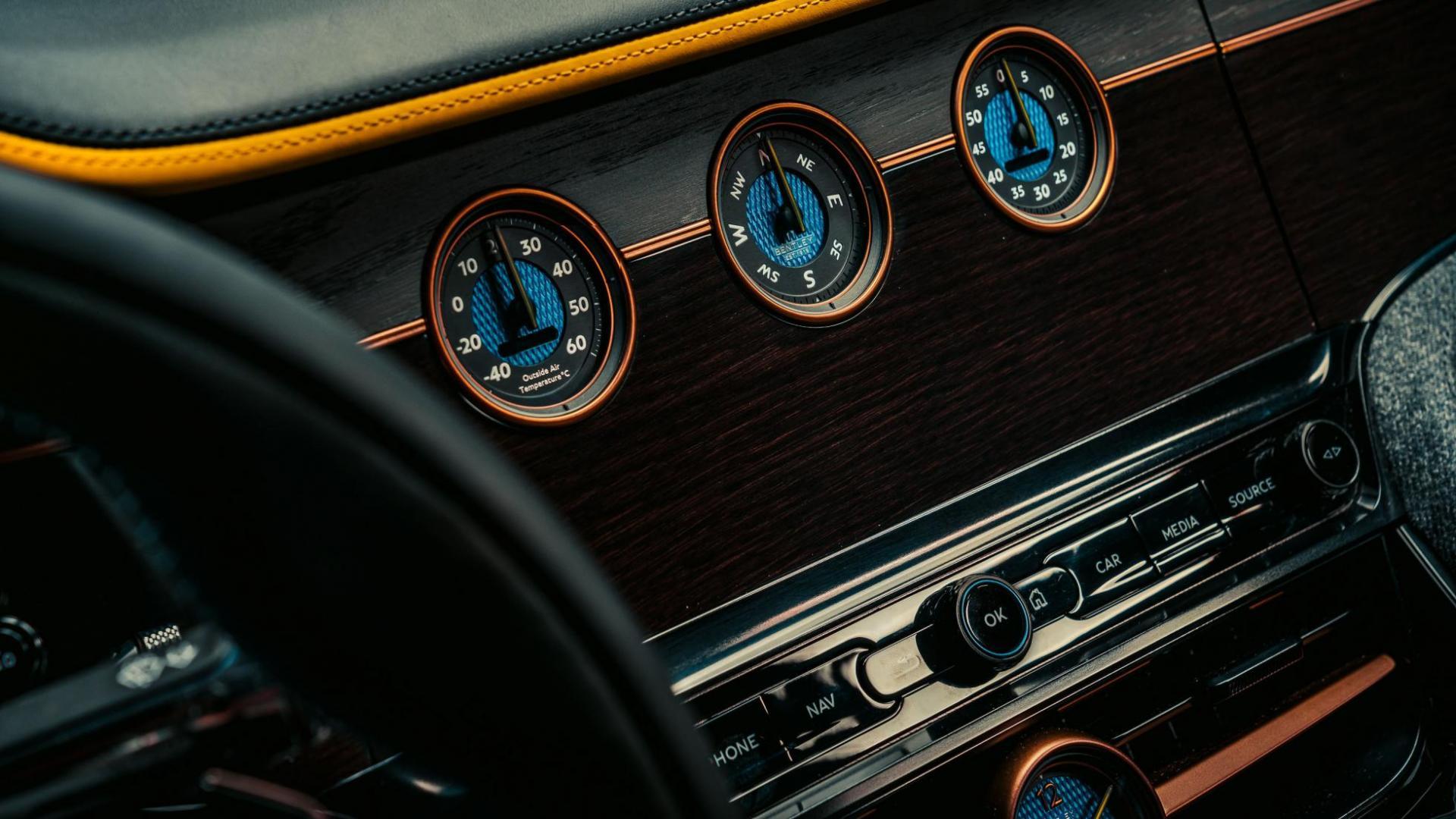 Bentley Mulliner Bacalar interieur dashboard meters