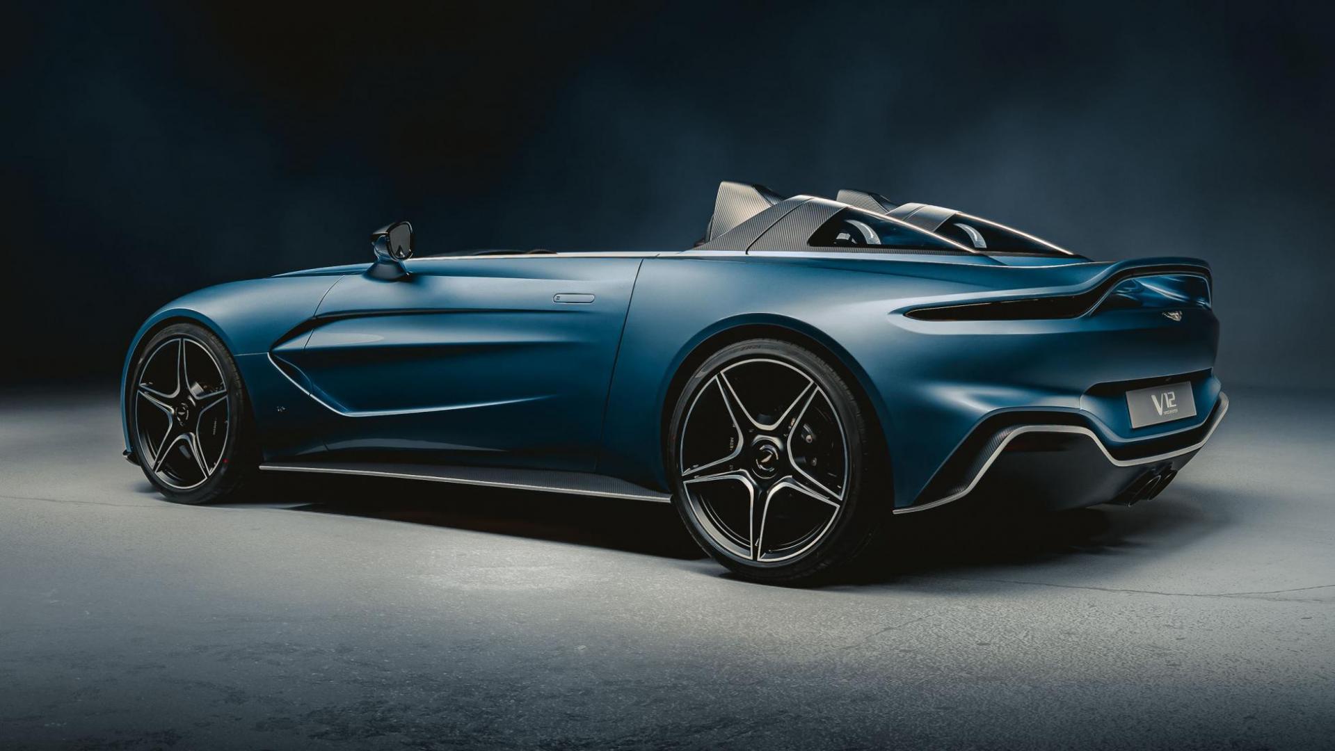 Aston Martin V12 Speedster achterkant