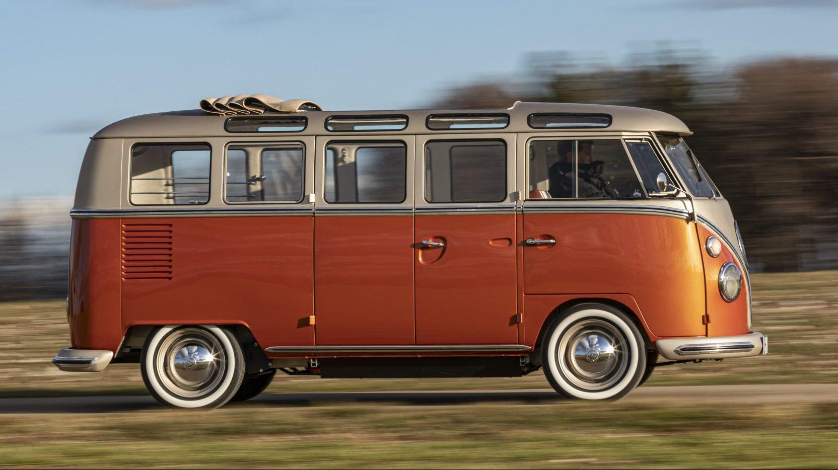 Elektrische Volkswagen T1 met open dak