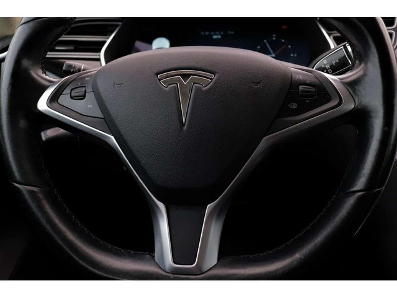 Goedkoopste Tesla interieur stuur detail