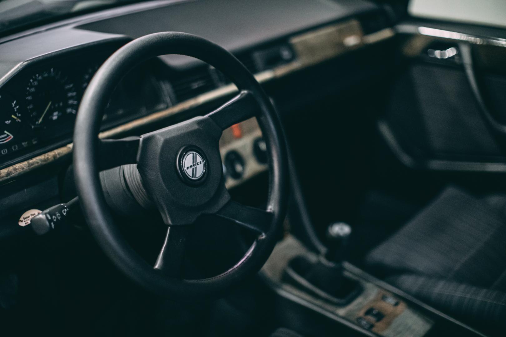 Interieur Mercedes 300E - Hartge F1
