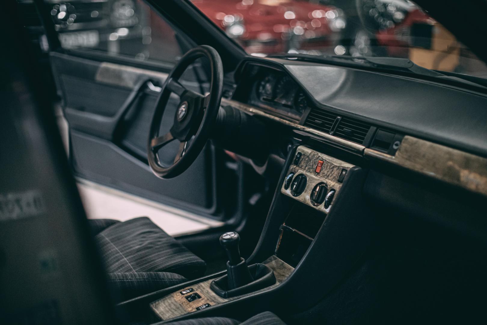 Hartge F1 Mercedes 300E interieur