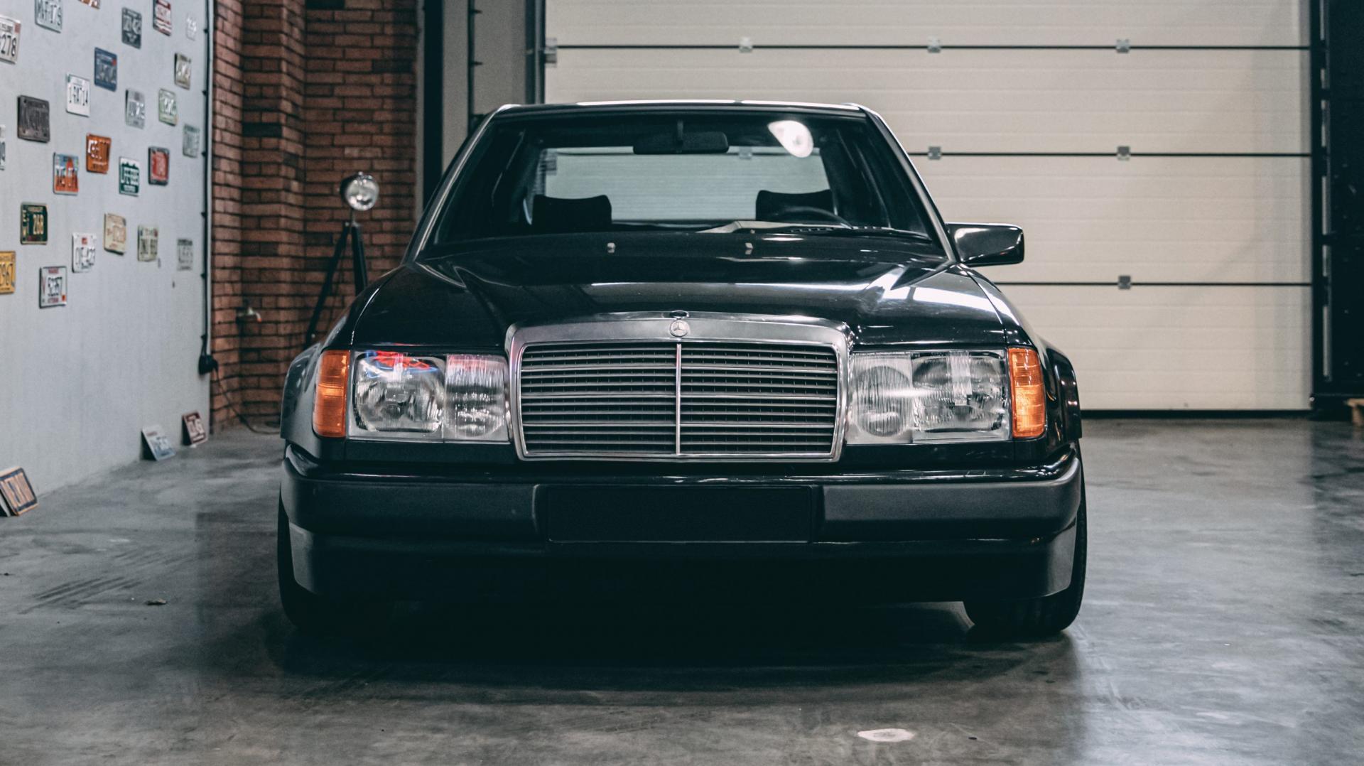 Voorkant Mercedes 300E