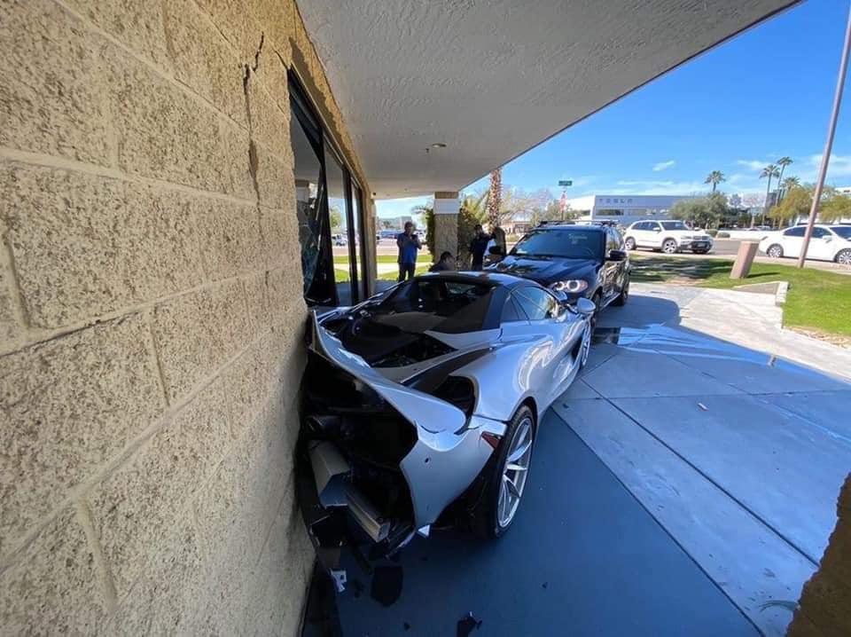 BMW X5 McLaren 720S Crash