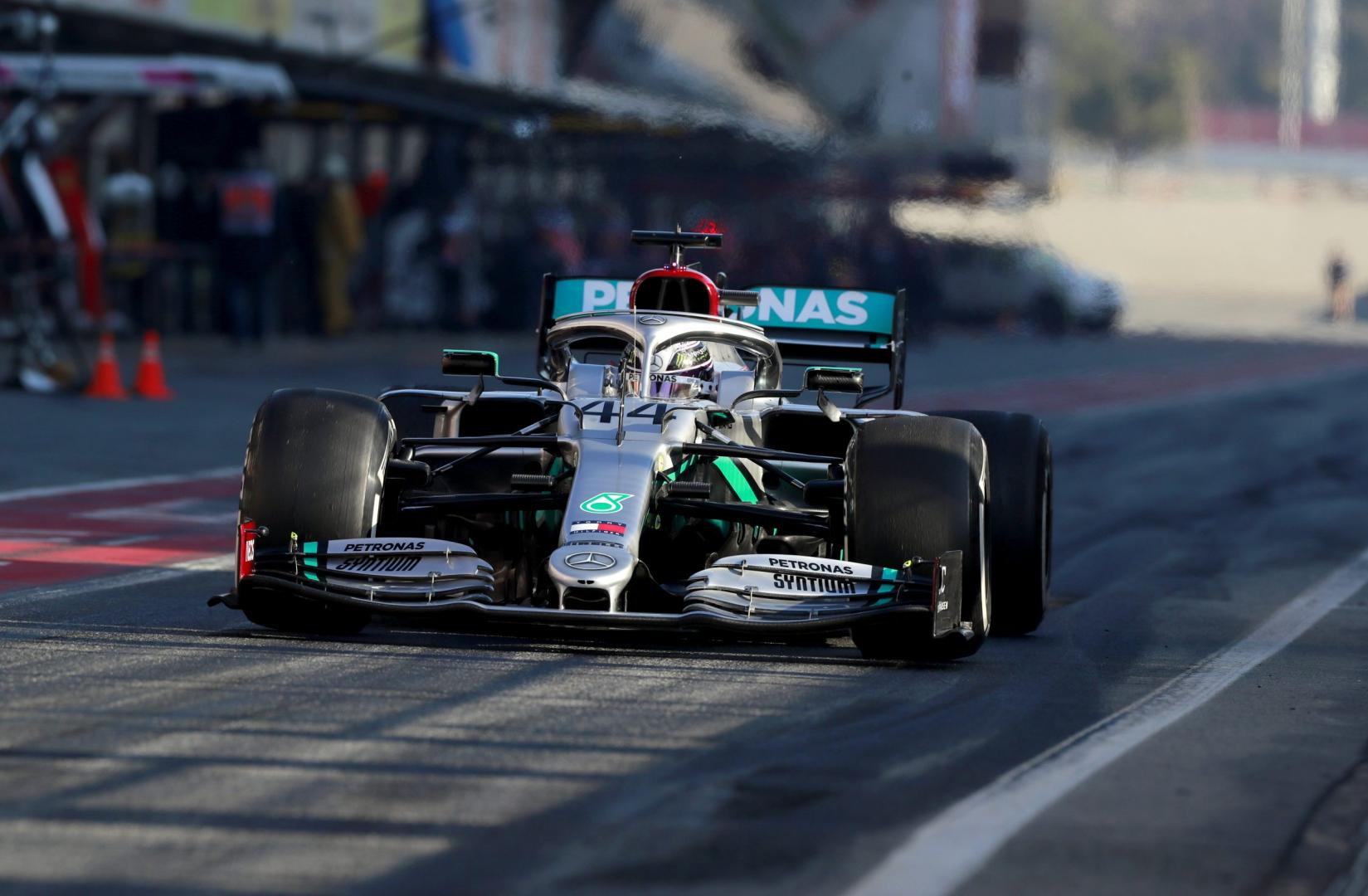 Mercedes F1 recht voor tests Barcelona