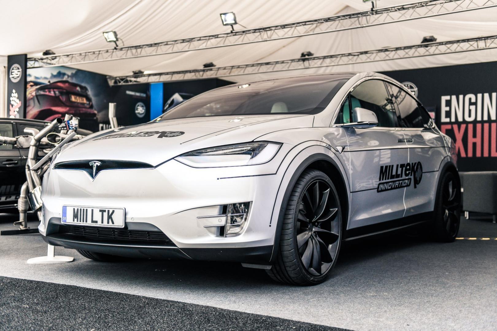 Miltek Sport Tesla Model X 3 4 voor