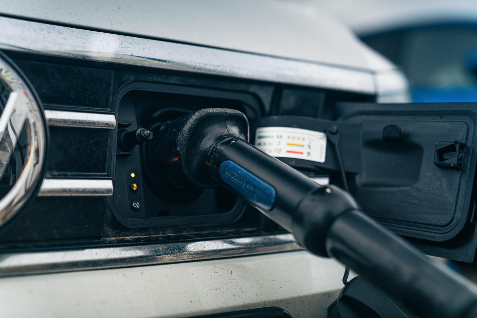 VW Passat GTE stekker