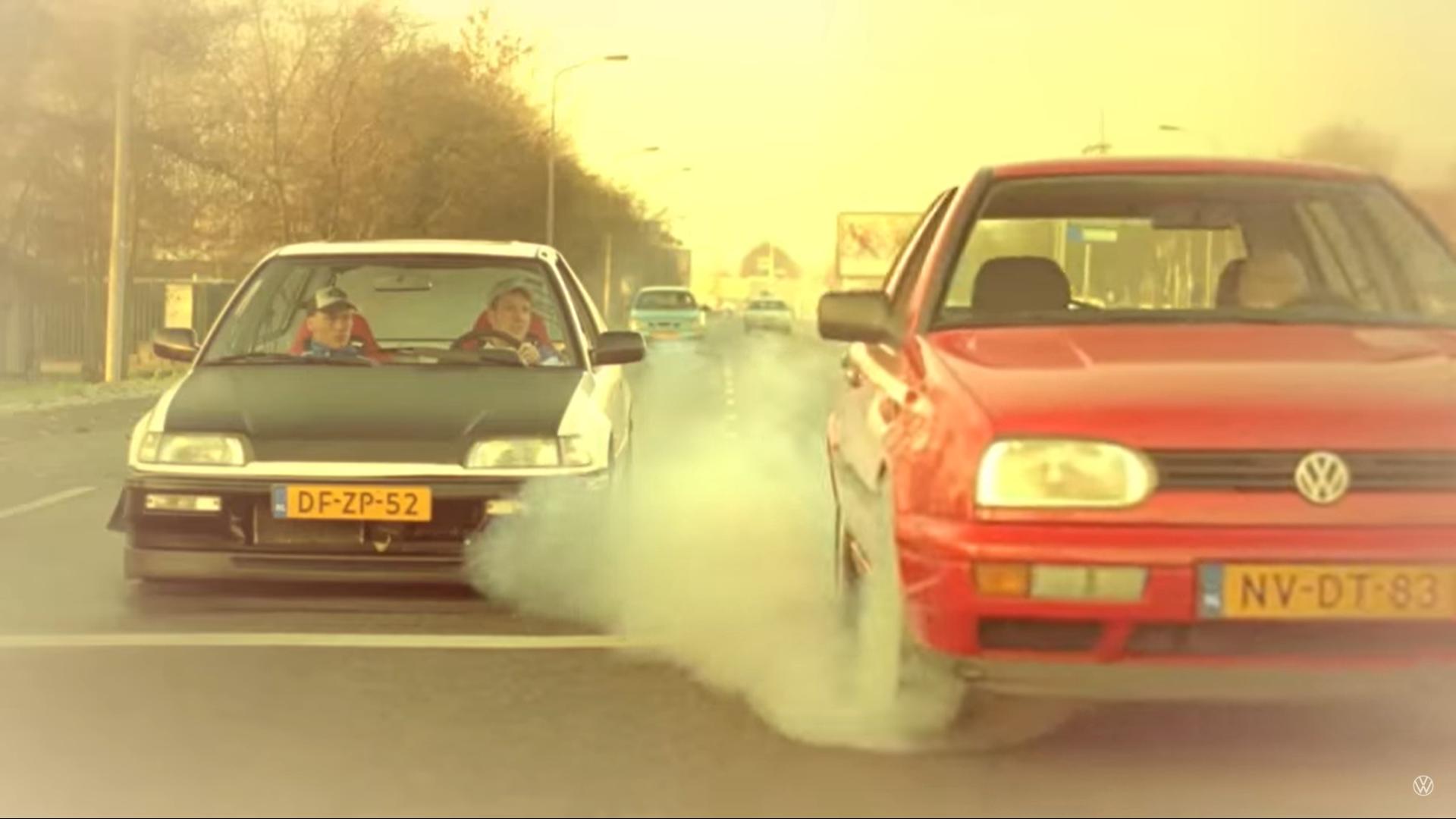 autoreclames verbieden Volkswagen en het oude vrouwtje reclame dragrace bij stoplicht