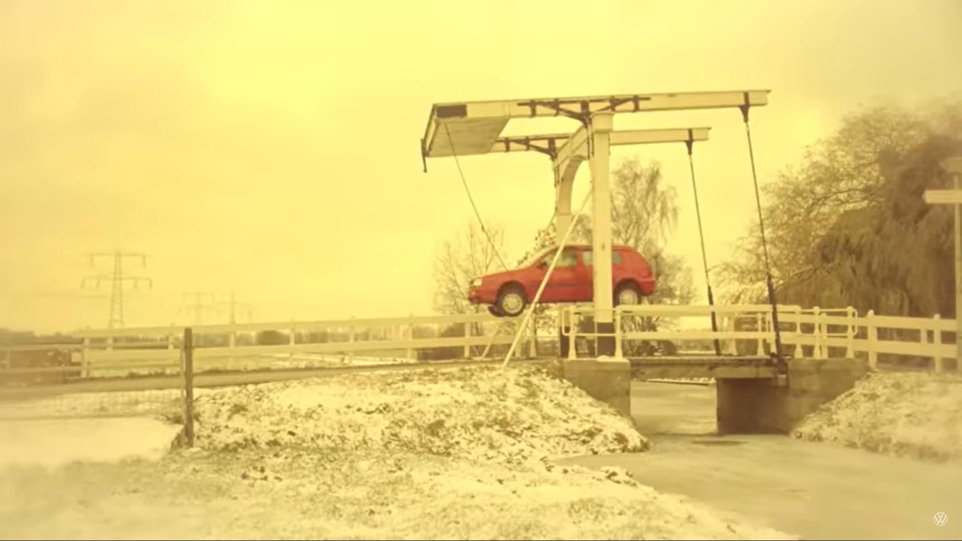 Volkswagen en het oude vrouwtje reclame sprong
