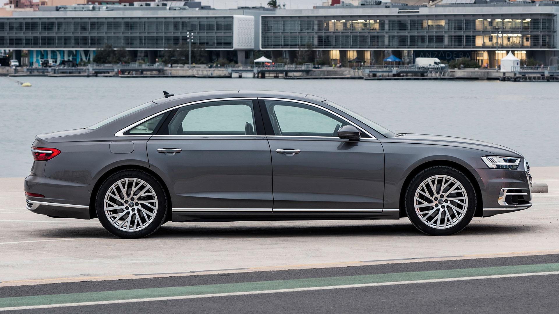 Audi A8 L zijkant