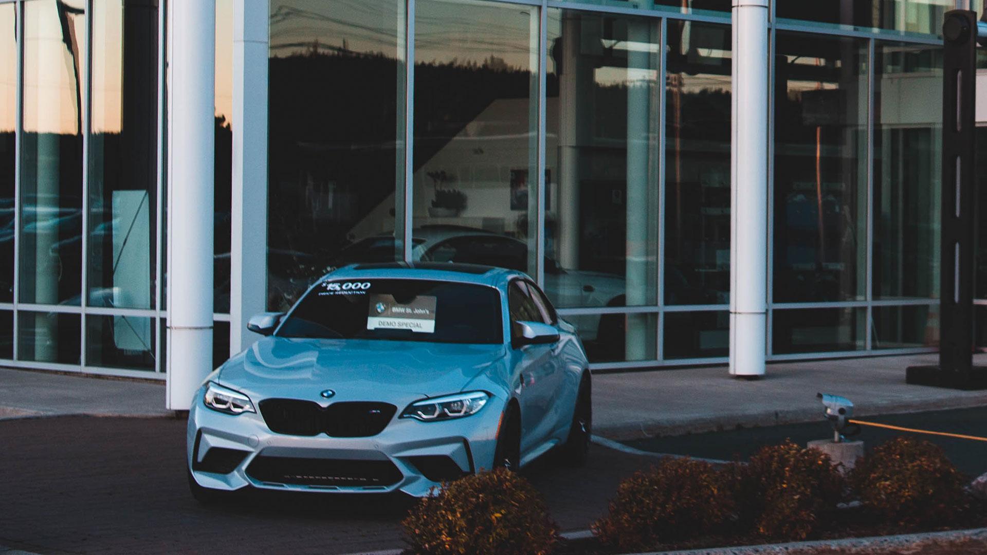 BMW M2 bij dealer