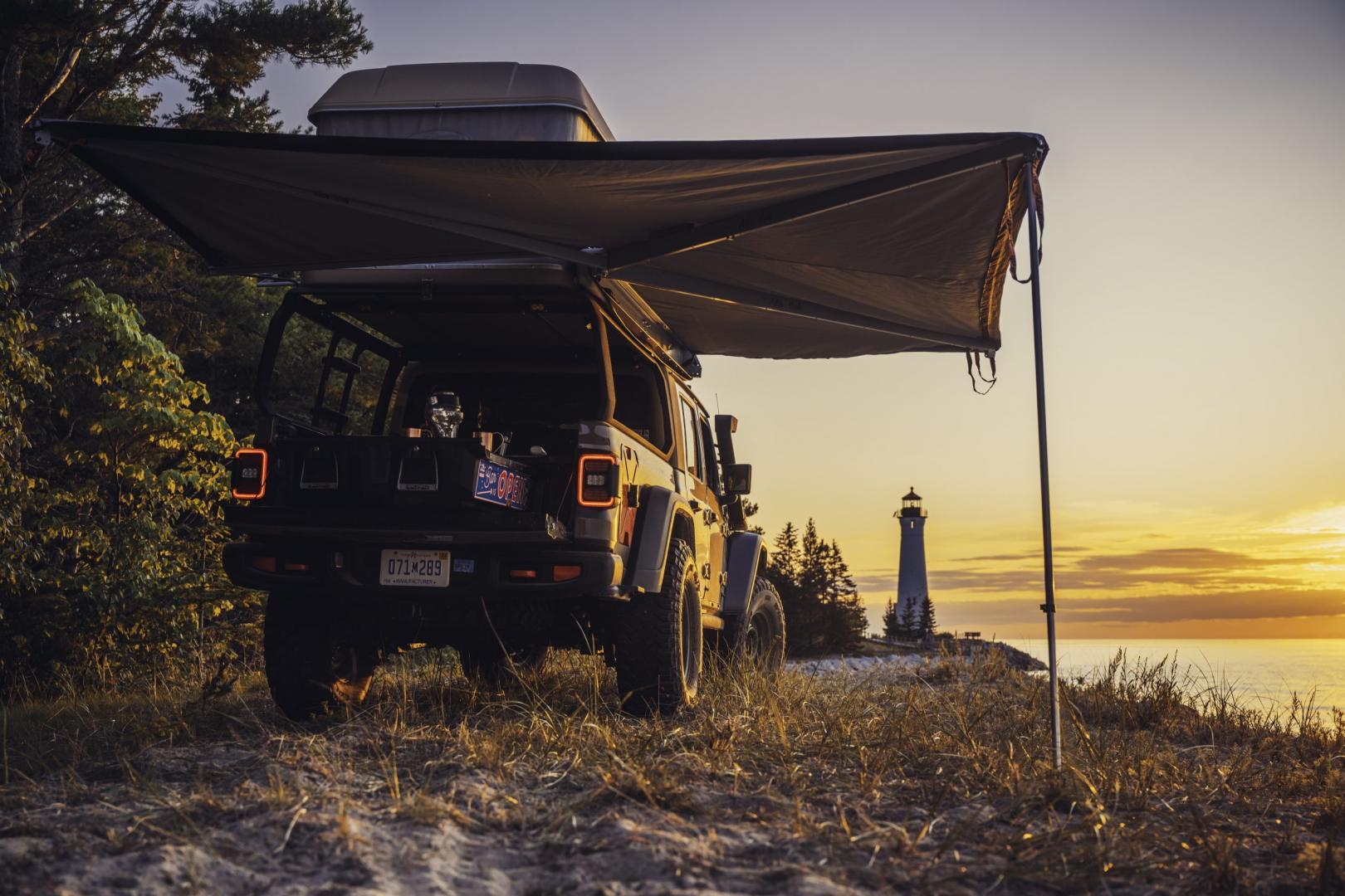 Jeep Wayout met luifel