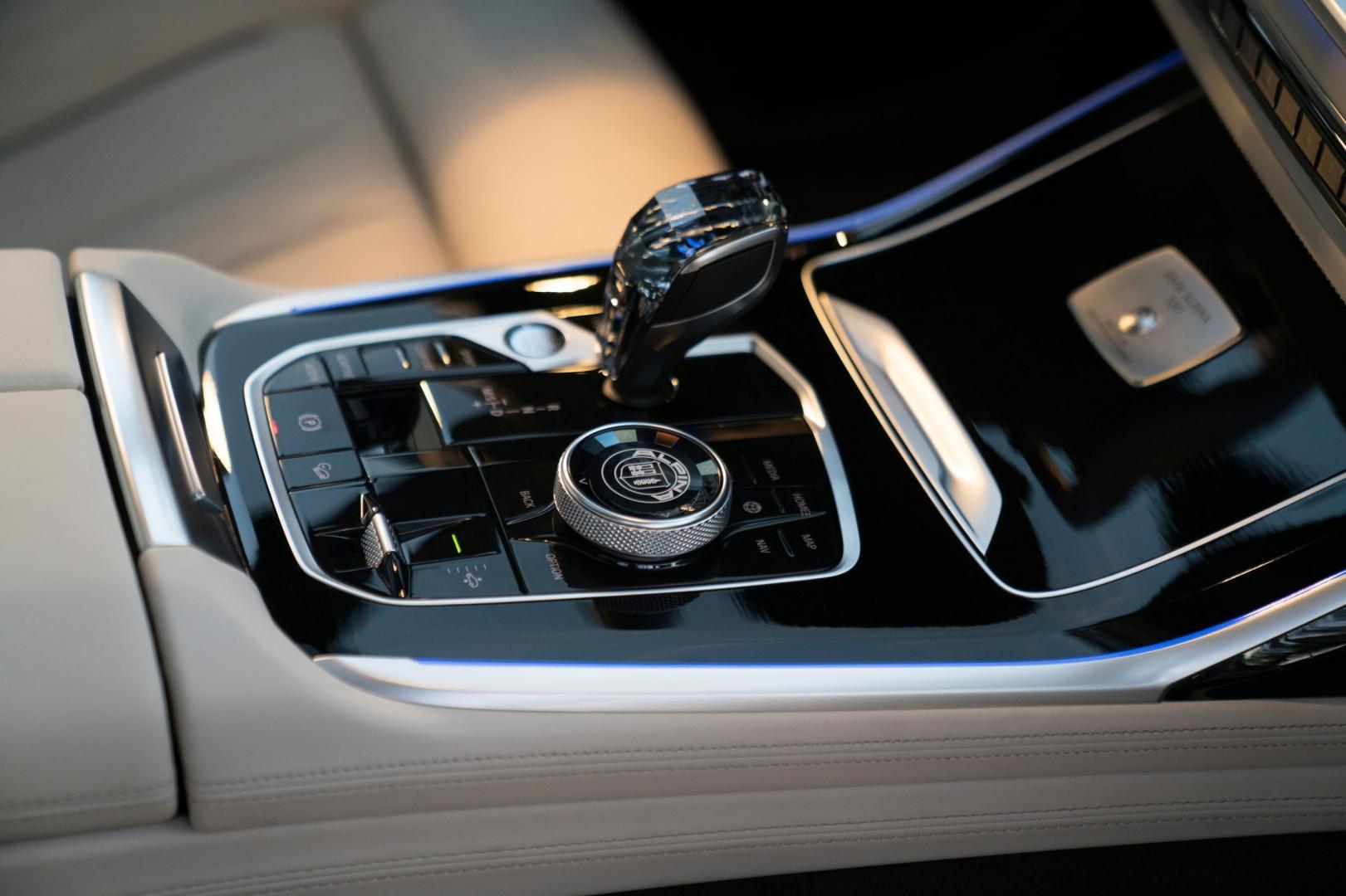 Pook van automaat in de Alpina XB7 (BMW X7)
