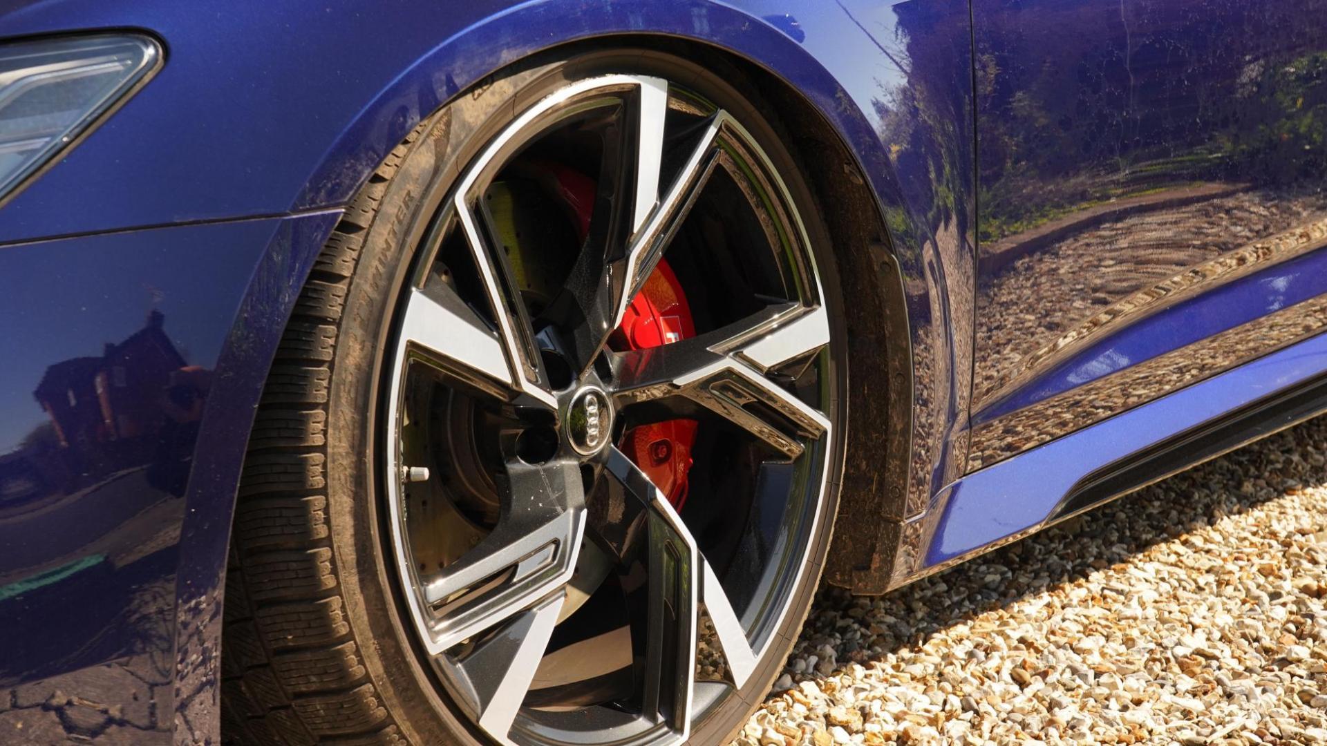 Velgen en remmen Audi RS 6 C8 met luchtvering