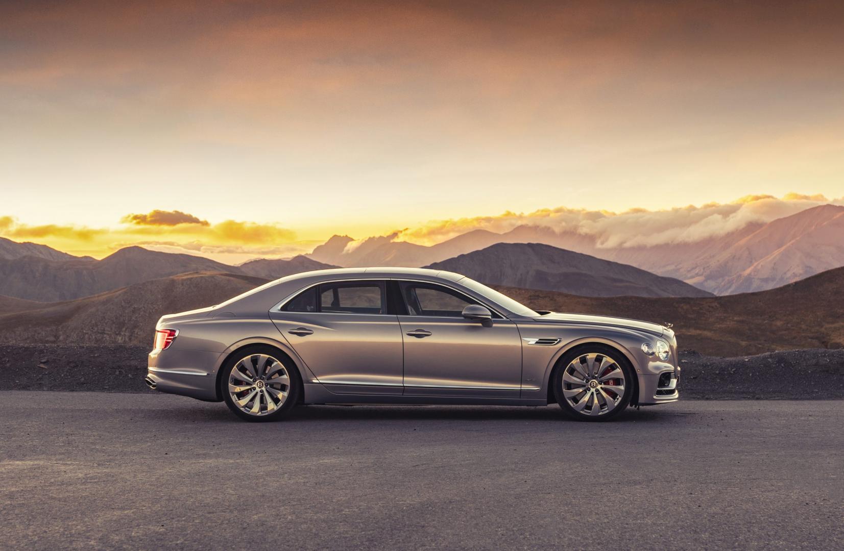 Zijkant Bentley Flying Spur First Edition 2020