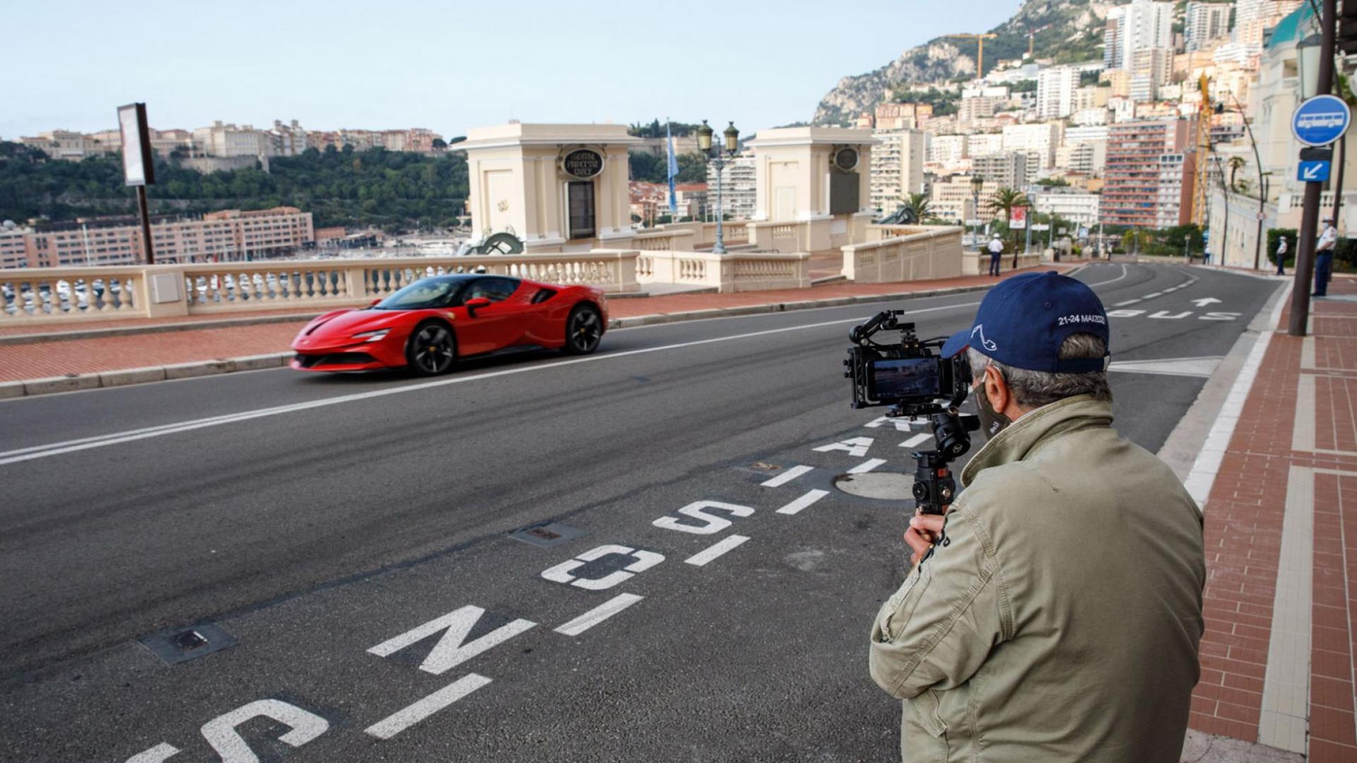 Ferrari SF90 en Claude Lelouch