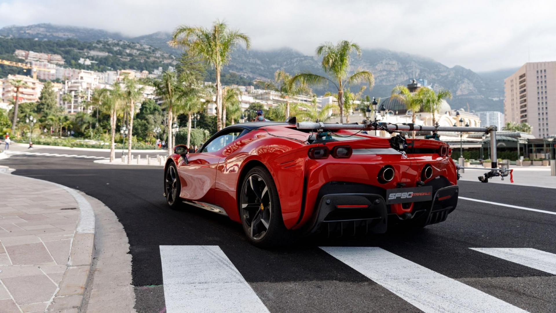 Ferrari SF90 in Monaco met camera