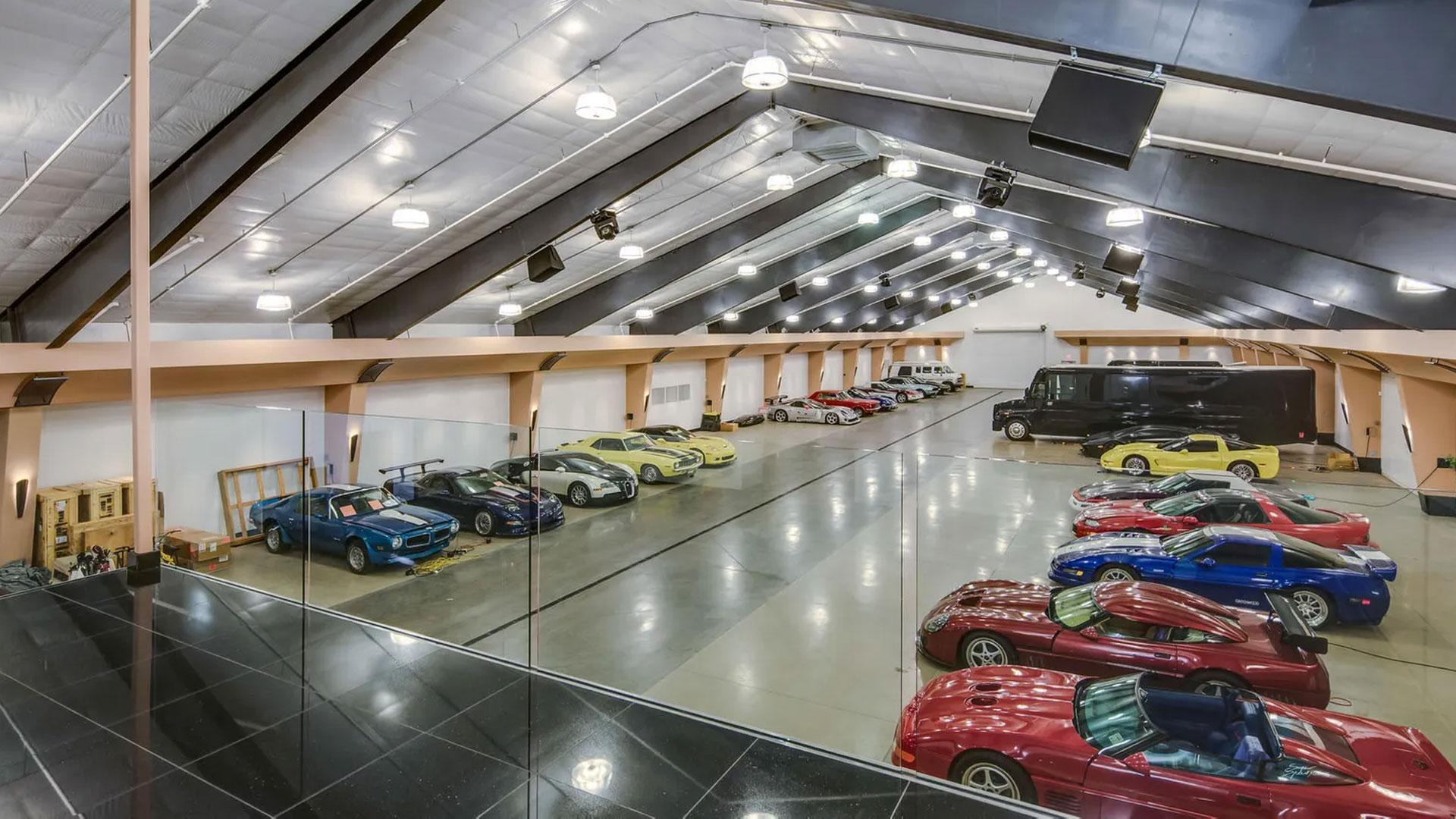 Huis met garage voor 100 auto's
