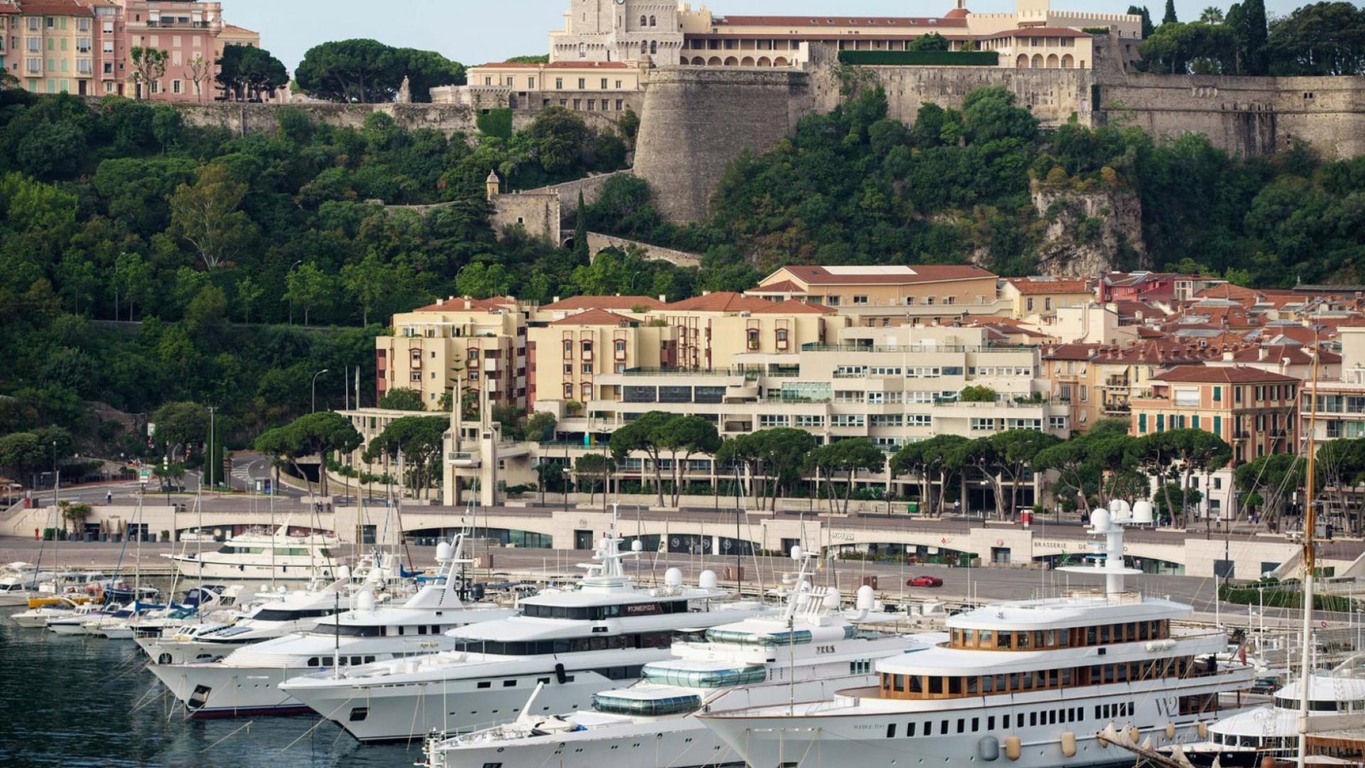 Boten en jacht in Haven van Monaco