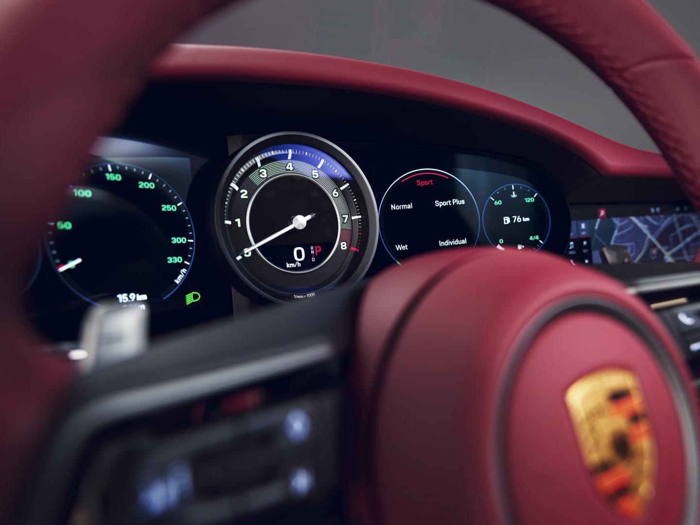 Stuur en tellers van de Porsche 911 Targa Heritage Design Edition (992)