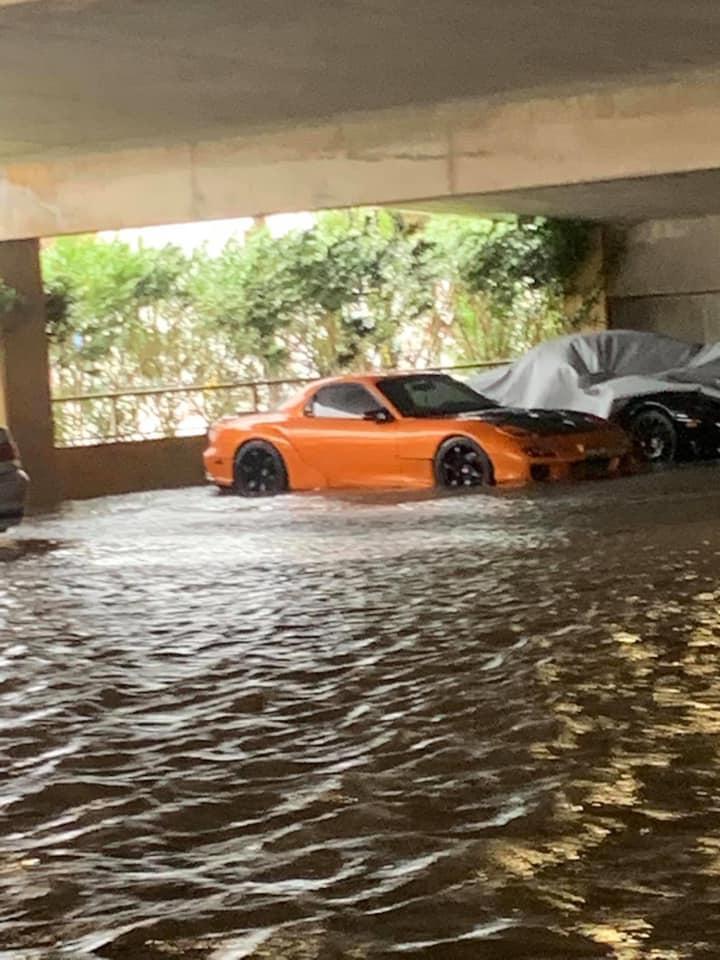 Mazda RX-7 gered van overstroming