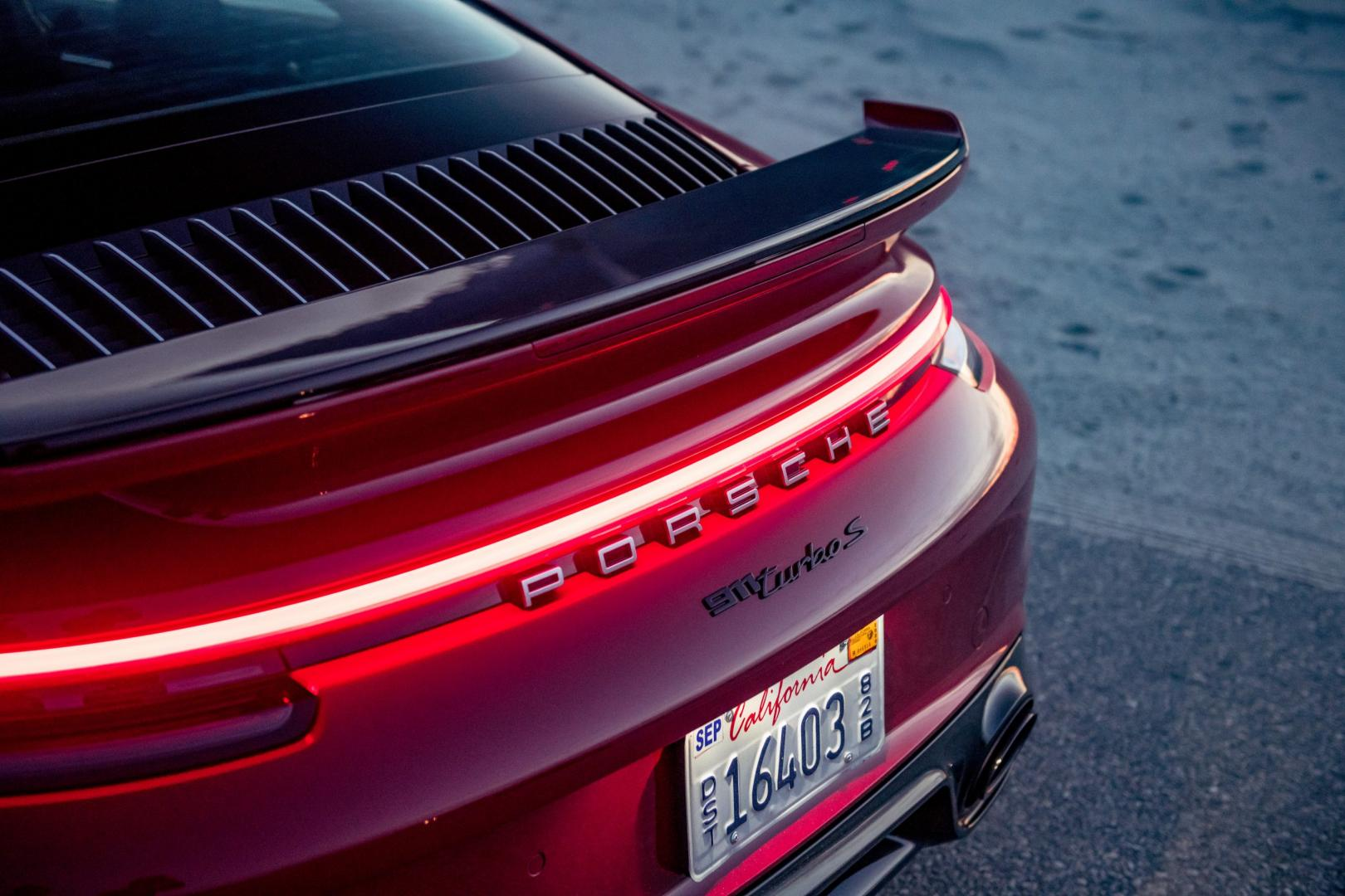 Remlicht en spoiler Porsche 911 Turbo S 992 (2020)