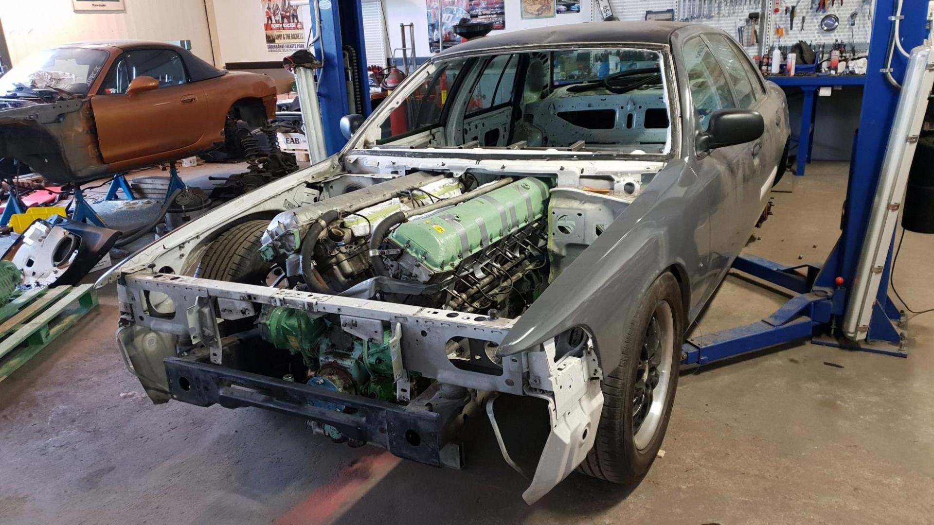 Rolls-Royce Meteor in een Crown Vic