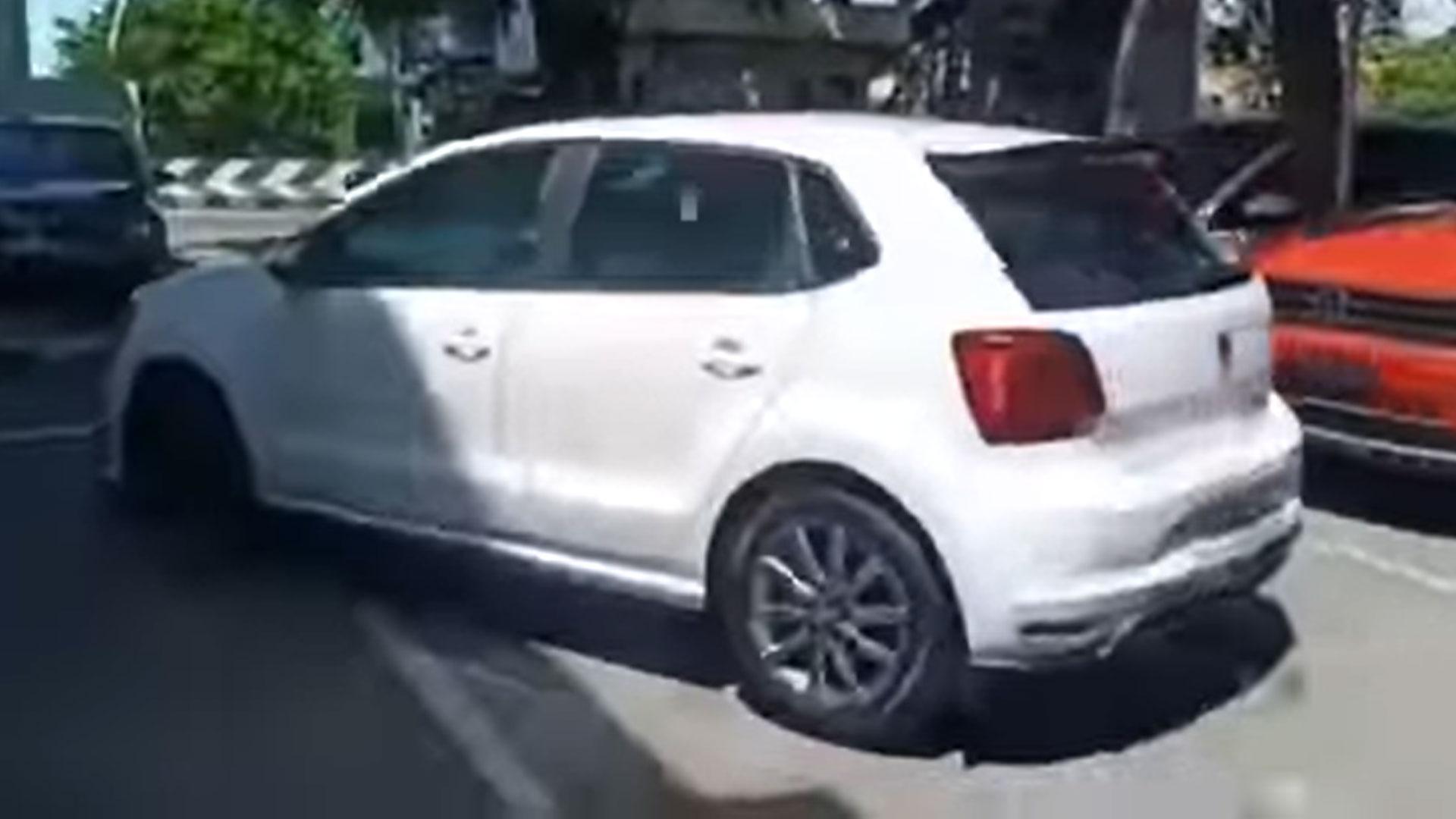 Nieuwe VW Polo crasht al op het parkeerterrein