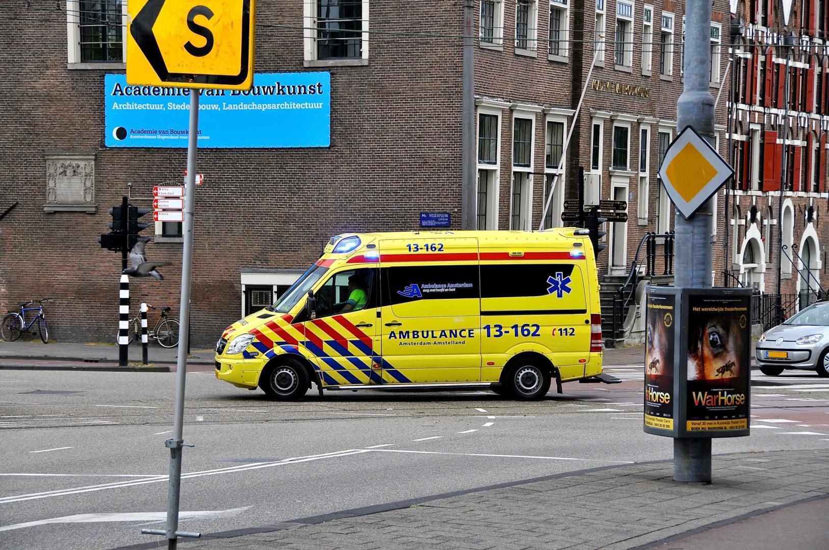 Mag je door rood rijden als er een ambulance aan komt?