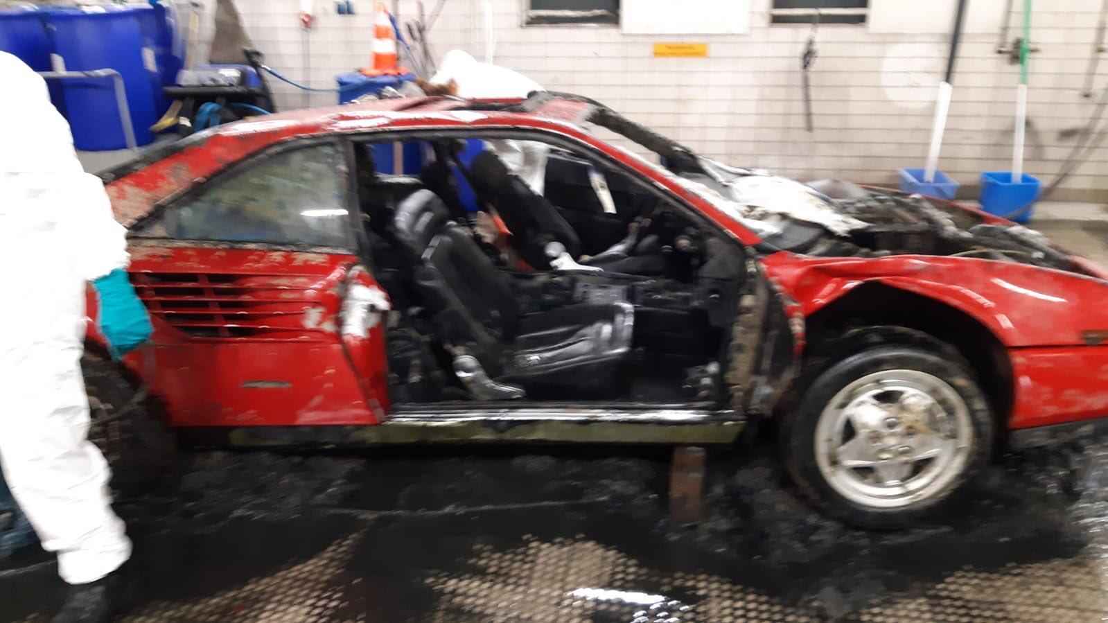 Ferrari Mondial uit het IJ