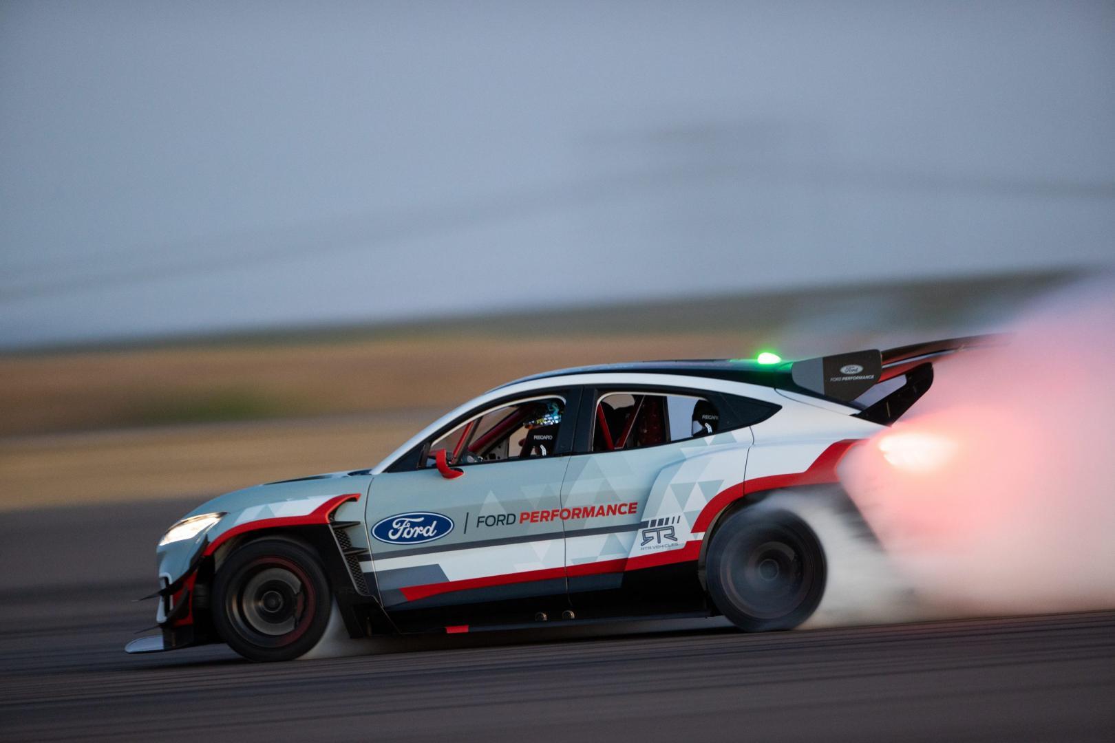 Ford Mustang Mach-E 1400 drift rook