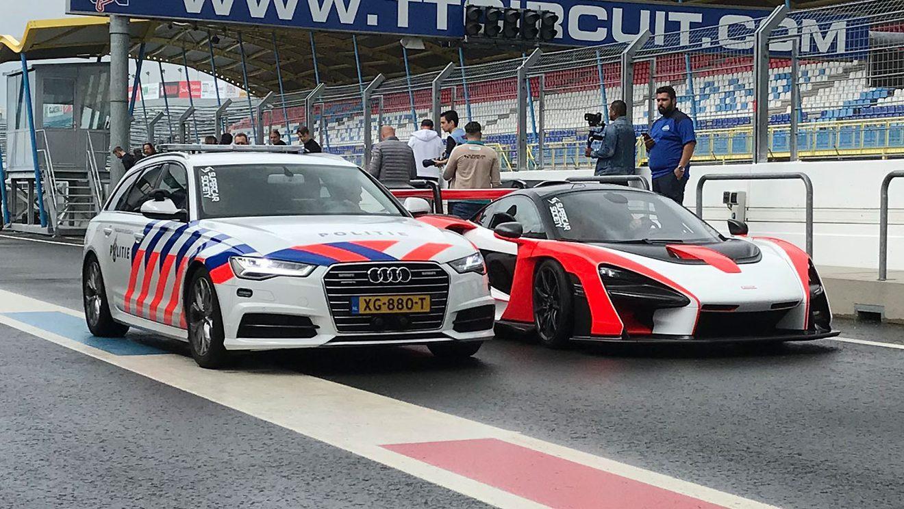 Audi A6 van de politie en McLaren Senna in de pitsstraat van TT Assen