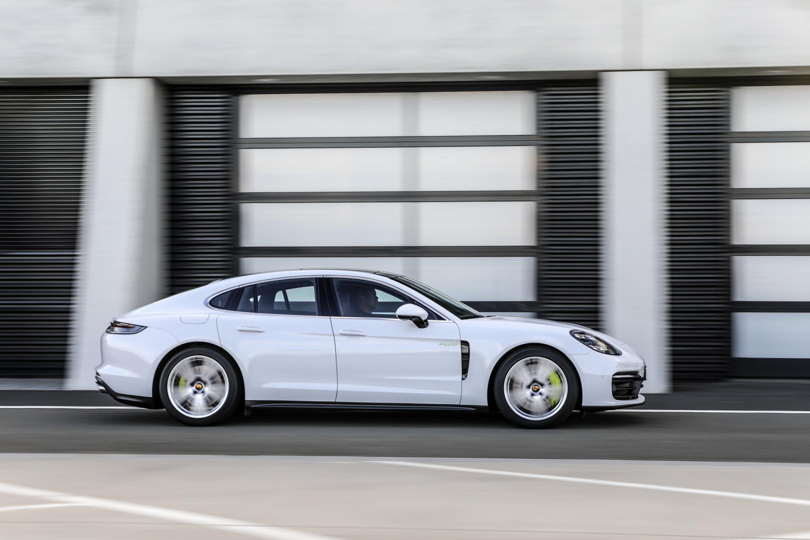 Porsche Panamera E-Hybrid Facelift