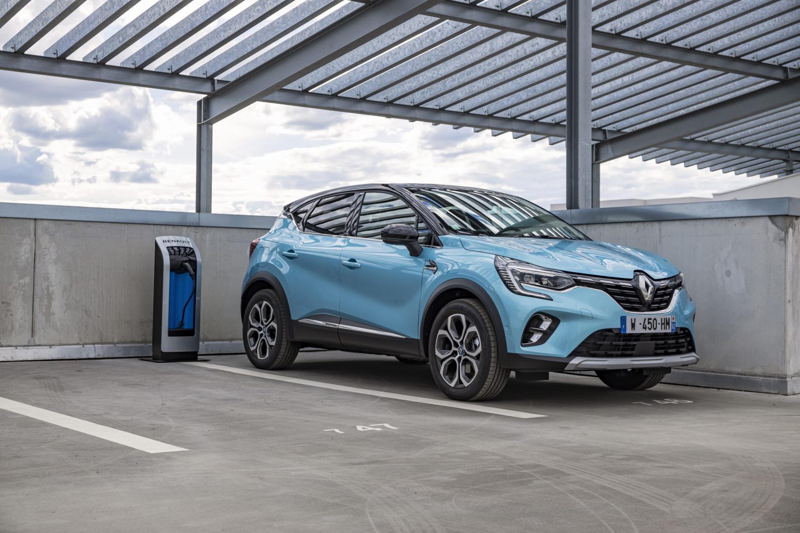 Renault Captur E-Tech PHEV 2020 aan de laadpaal laden)