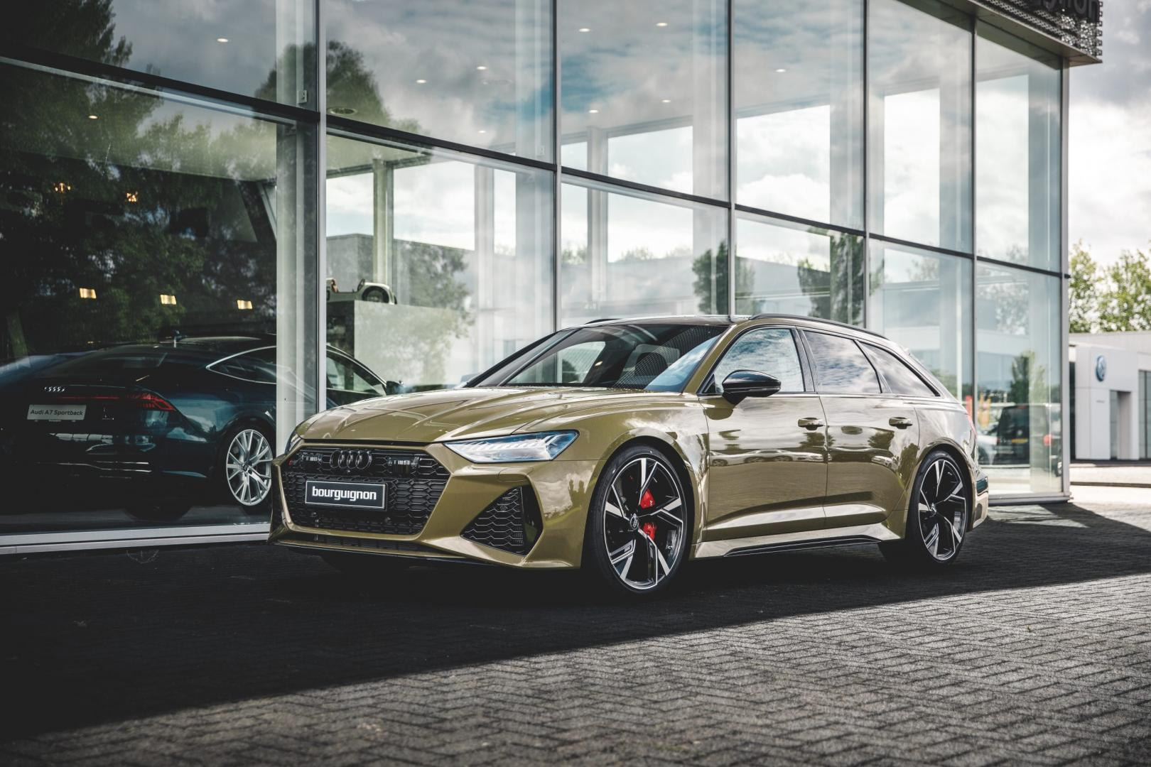 Audi RS 6 in Taktikgrun (groen)
