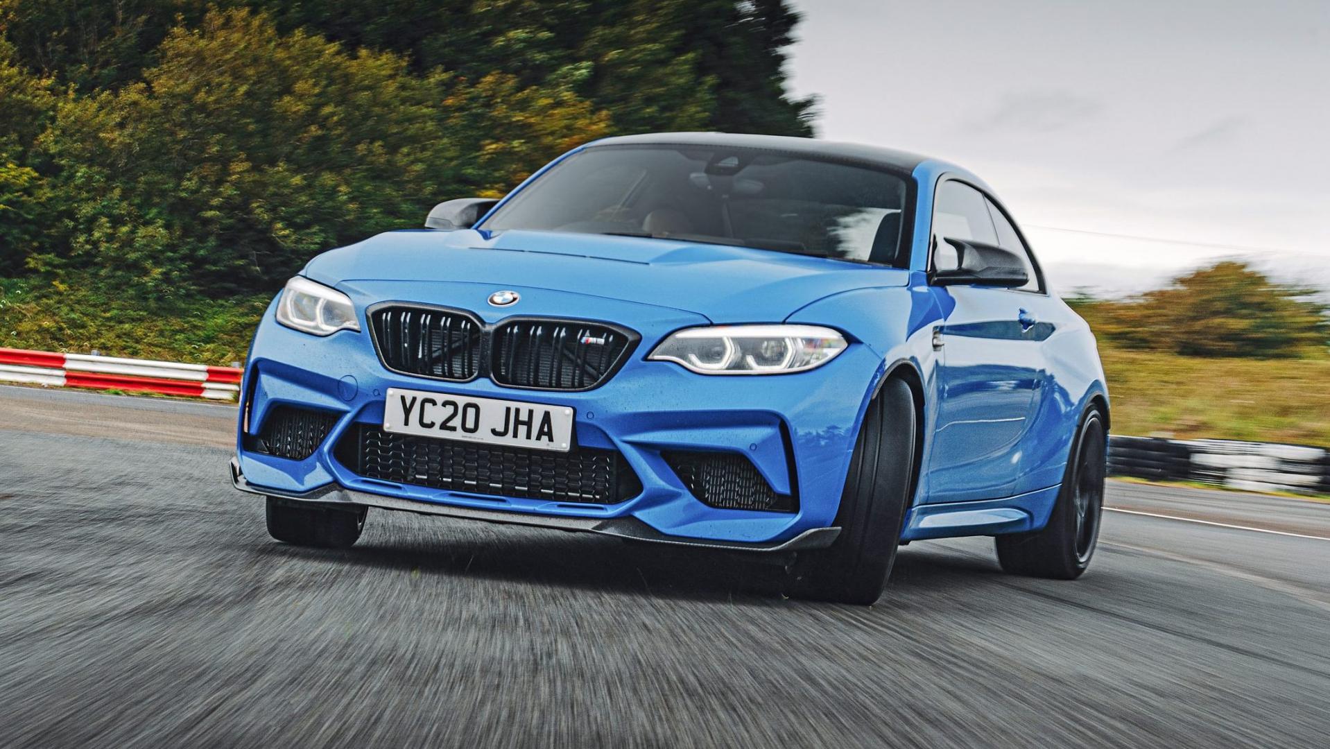 BMW M2 CS driftend